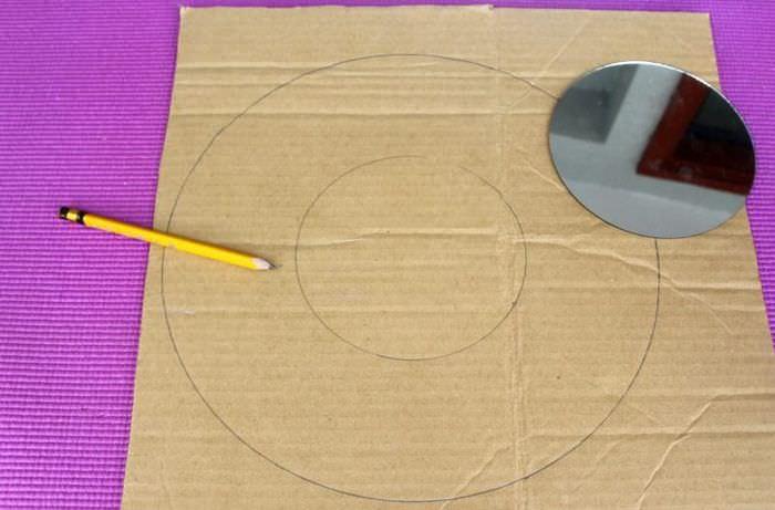 Разметка упаковочного картона для рамы зеркала