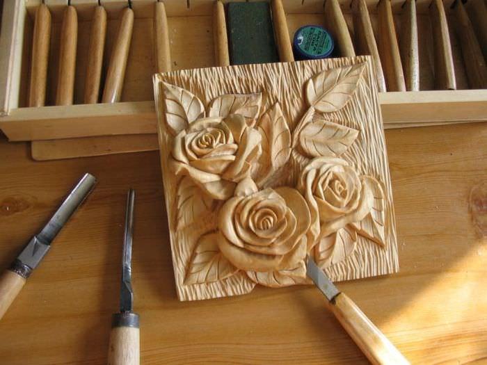 Красивые розы из массива дерева