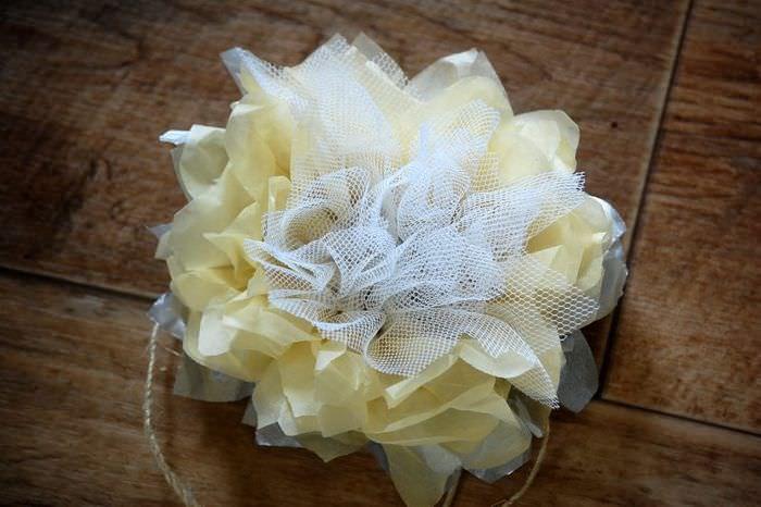 Самодельный цветок из ткани для украшения штор