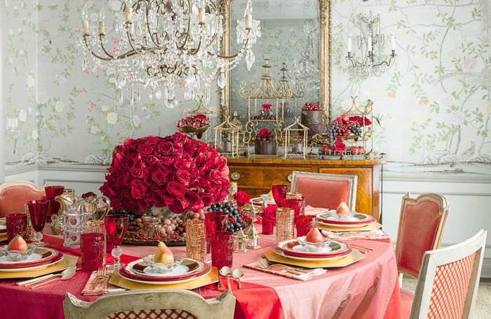 Оформление праздничного стола в красном цвете