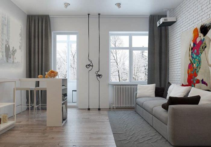 Интерьер кухни-гостиной с балконной дверью