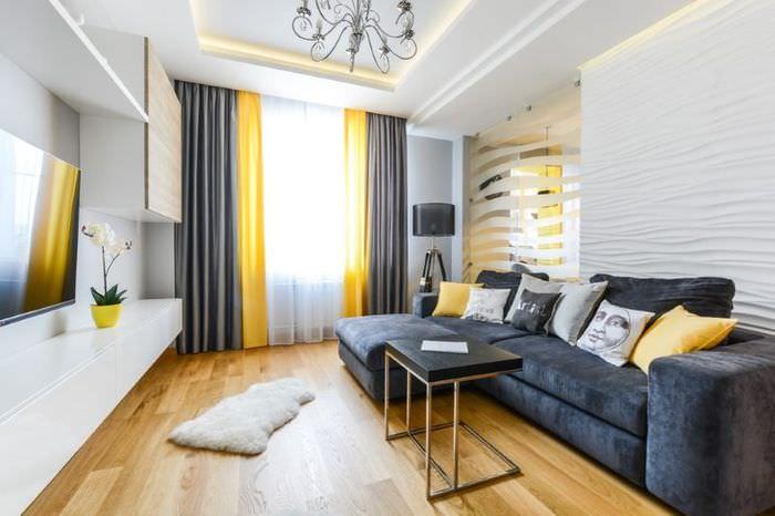 Комбинированные шторы в интерьере гостиной стиля фьюжен