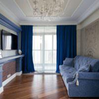 Ламинированная поверхность напольного покрытия в зале частного дома
