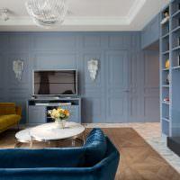 Дизайн гостиной с двумя диванами разного цвета