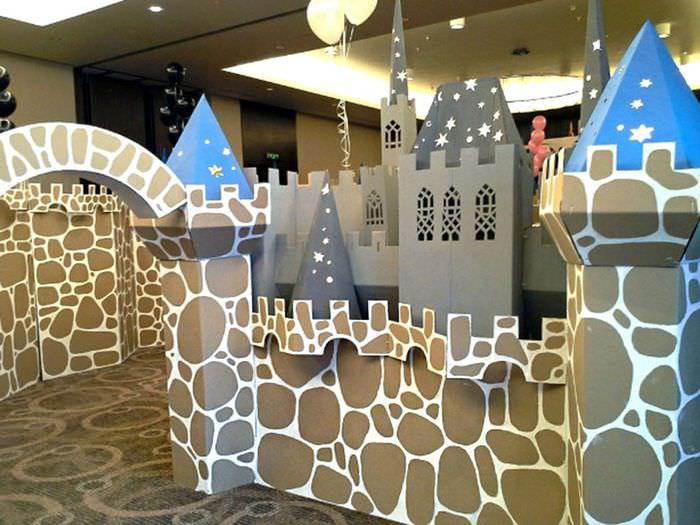 Игрушечный замок из картона на день рождения мальчика