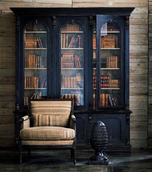 Старый бабушкин шкаф с книжной коллекцией