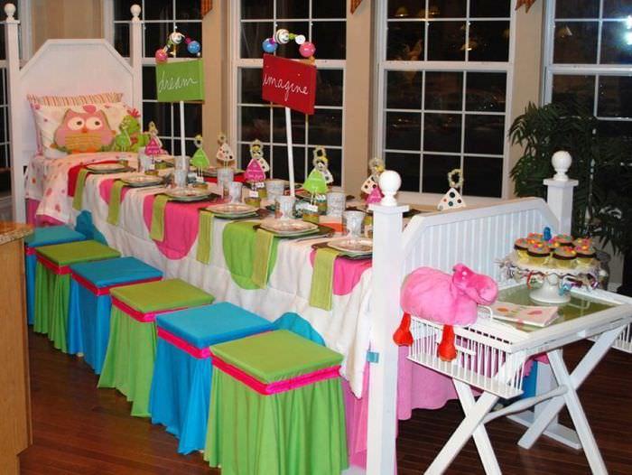 Оформление детского праздничного стола в виде кроватки