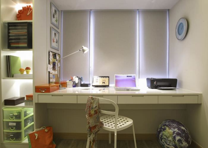 Письменный стол для школьника вместо подоконника