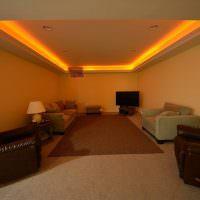 Оранжевая подсветка периметра потолка