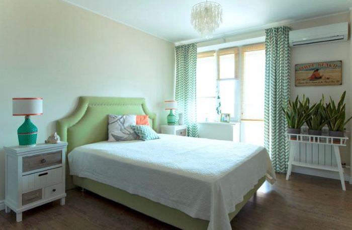 Уютная спальня в двухкомнатной квартире площадью 60 кв м