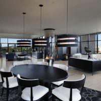 Черная мебель на светлом полу