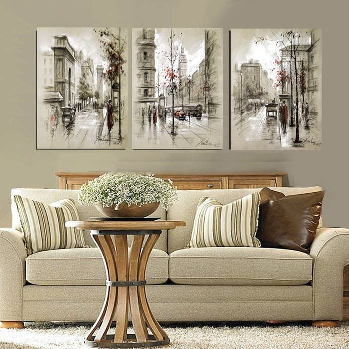 Три картины над диваном в гостиной