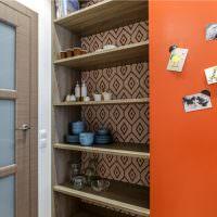 Шкаф с полками для кухонной посуды