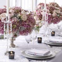 Декорирование стола сиреневыми цветами