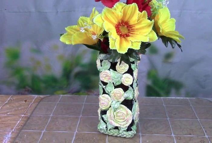 Декорирование винной бутылки объемными цветками
