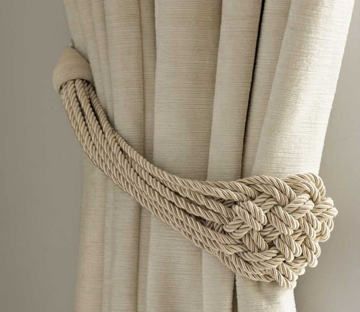 Необычный подхват для шторы из простой веревки