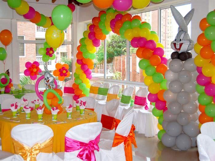 Украшения помещения разноцветными шарами на день рождения