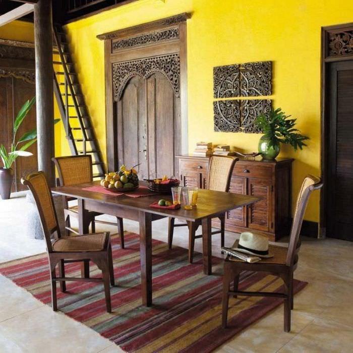 Интерьер современной кухни с обеденной зоной в колониальном стиле