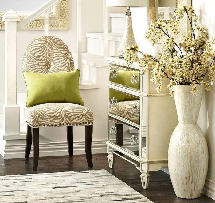 Декорирование комнаты с помощью напольной вазы
