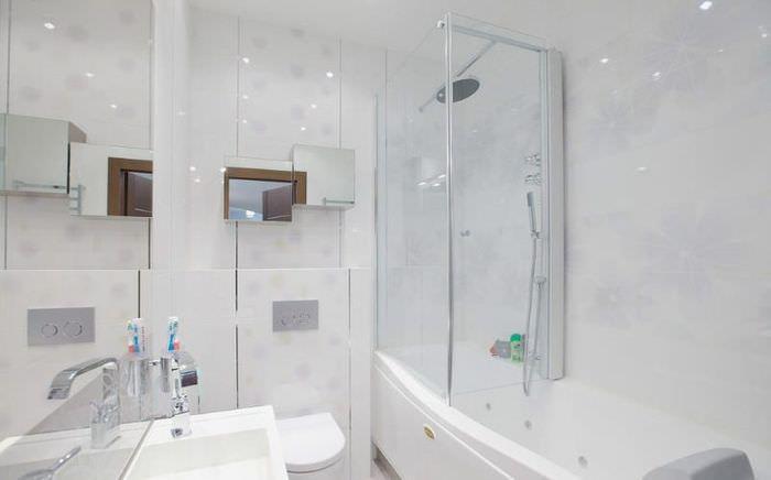 Светлая ванная комната в современном стиле