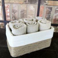 Хранение полотенец в старой коробке