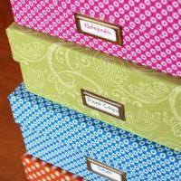 Бирки на подарочных коробках разного цвета