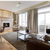 Серый ковер в гостиной с камином