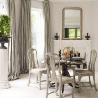 Серые стулья классического стиля