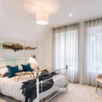Освещение спальни с серыми шторами