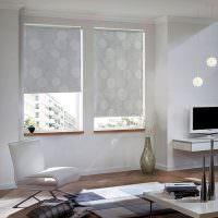 Серые рулонные шторы нежной тональности