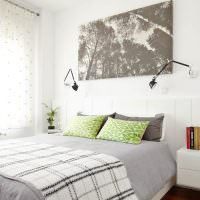 Легкие занавески в спальной комнате