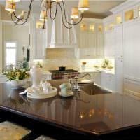 Лакированная поверхность кухонного острова
