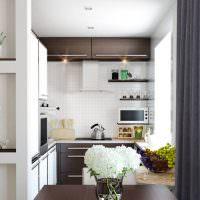 Компактная рабочая зона в кухне-столовой