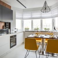 Интерьер кухни после объединения с балконом