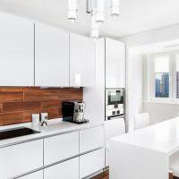 Белоснежная кухня прямой планировки