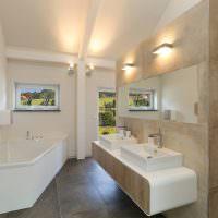Дизайн просторной ванной в частном доме