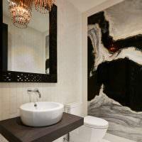 Стеклянная люстра в ванной комнате