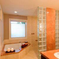 Оранжевая плитка в отделке совмещенной ванной