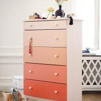 Покраска ящиков шкафа в розовые оттенки
