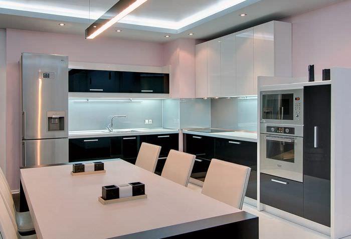 Светодиодная подсветка на потолке кухни