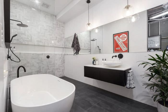 Подвесная тумба с умывальником на стене ванной комнаты