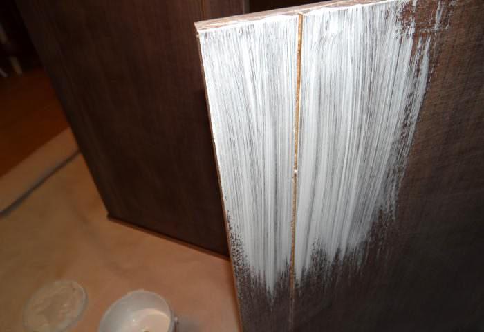 Окрашивание дверок старого шкафа