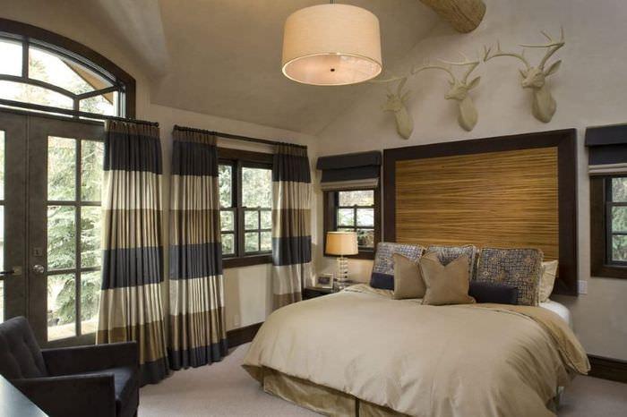 Спальня в загородном доме деревенского стиля