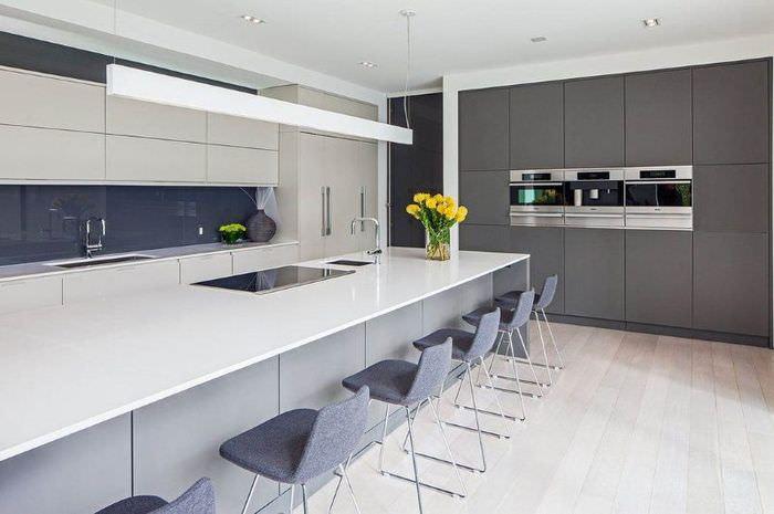 Дизайн современной кухни в стиле хай-тек