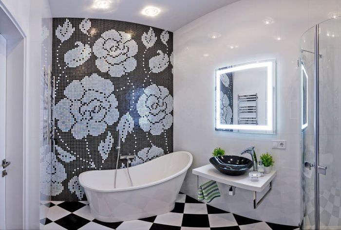 Современная ванная с мозаикой на стене