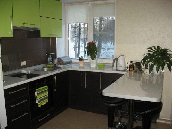 Линейное размещение барной стойки для кухни