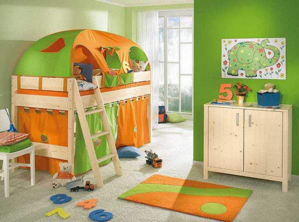Яркая спальня для мальчика