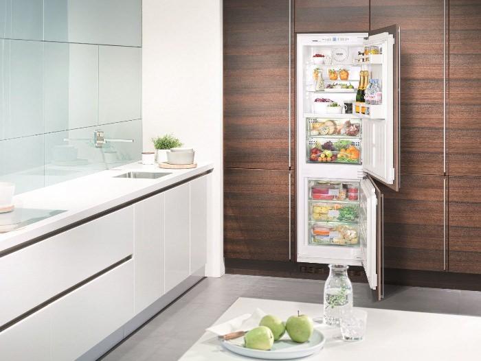 установка инверторного холодильника.
