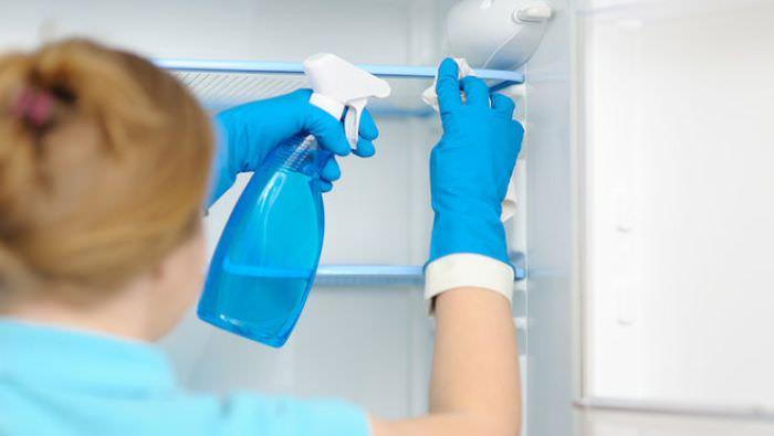 Для начала нужно очищать вентиляционные отверстия.