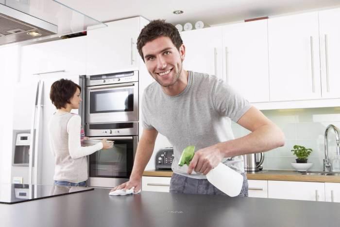 Очищение глянцевой кухни.